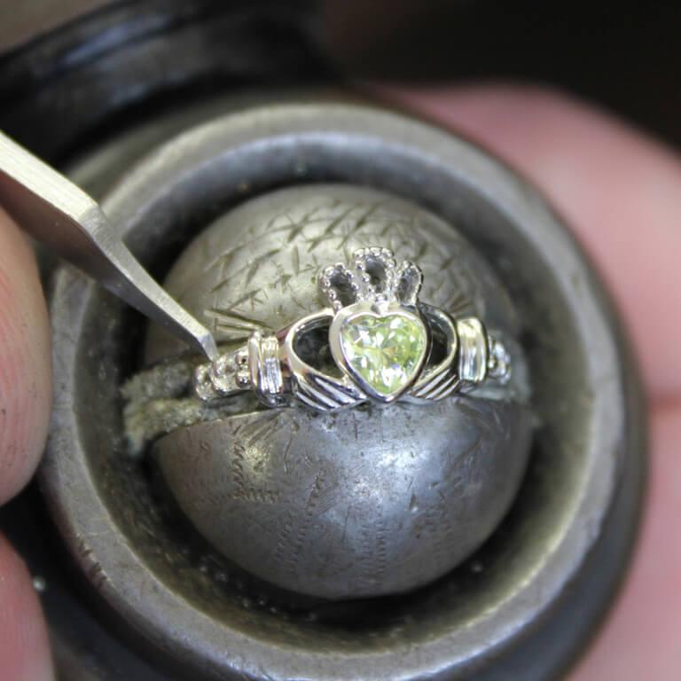 Claddagh Birthstone Ring August Sl90P_2