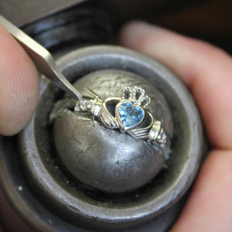 Claddagh Birthstone Ring December Sl90Bt_2
