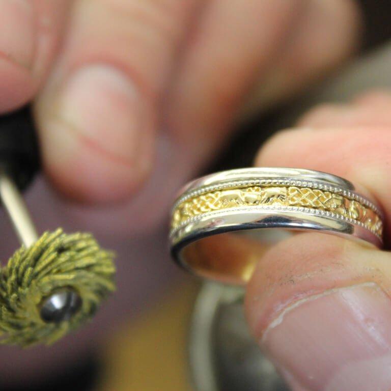 Claddagh Celtic Design Gold Wedding Ring Br8Wy_2
