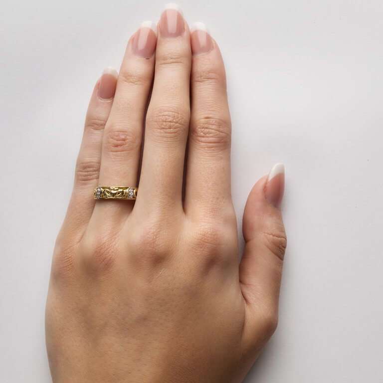 Claddagh Diamond Ladies Wedding Ring With Celtic Knot Design 14Ic3_3