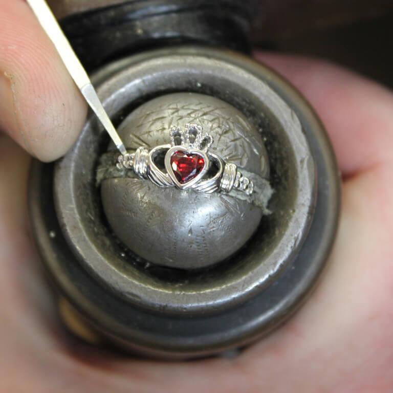 Claddagh January Birthstone Ring Sl90G_2