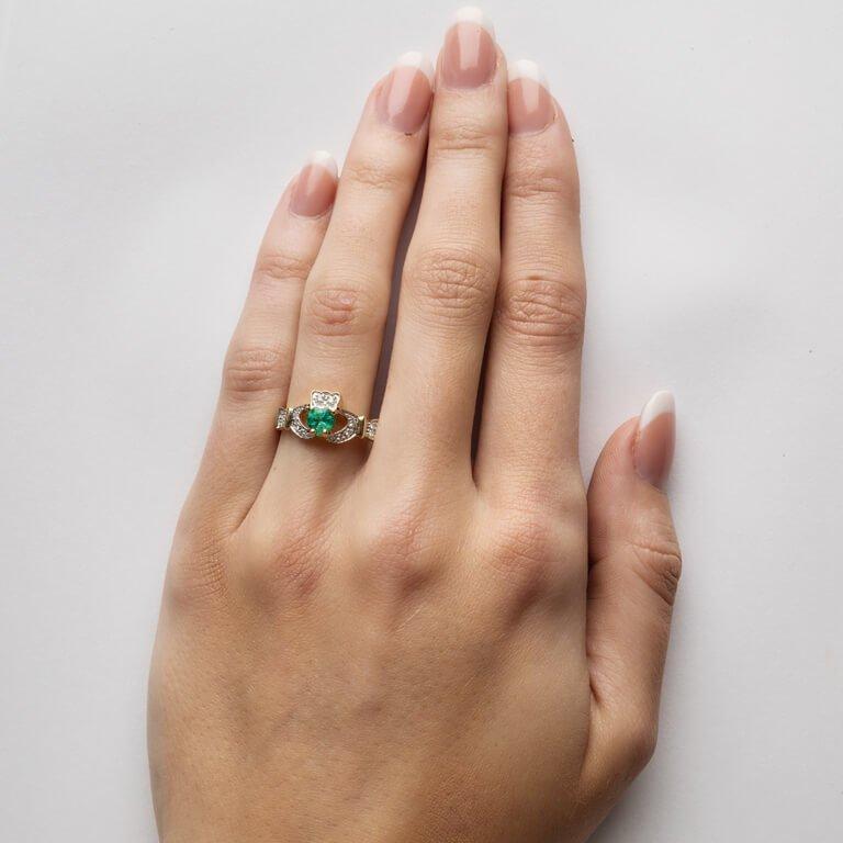Ladies Claddagh Emerald And Diamond Set 14L68Ed_3