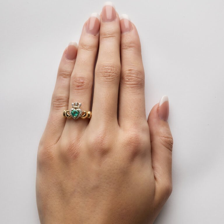 Ladies Yellow Gold Claddagh Ring Set With Emerald And Diamond 14L82_3