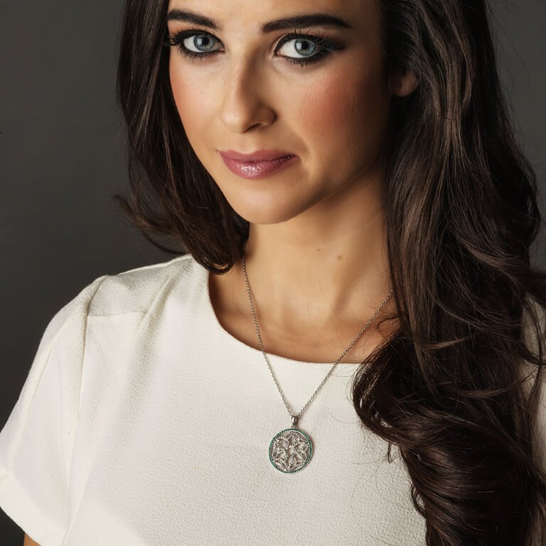 Trinity Knot Circle Necklace Encrusted With Crystals Sw21_2