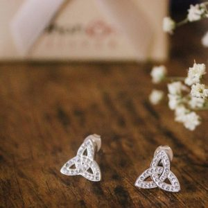 Trinity Knot Stud Earrings Adorned With Crystals Sw42_2