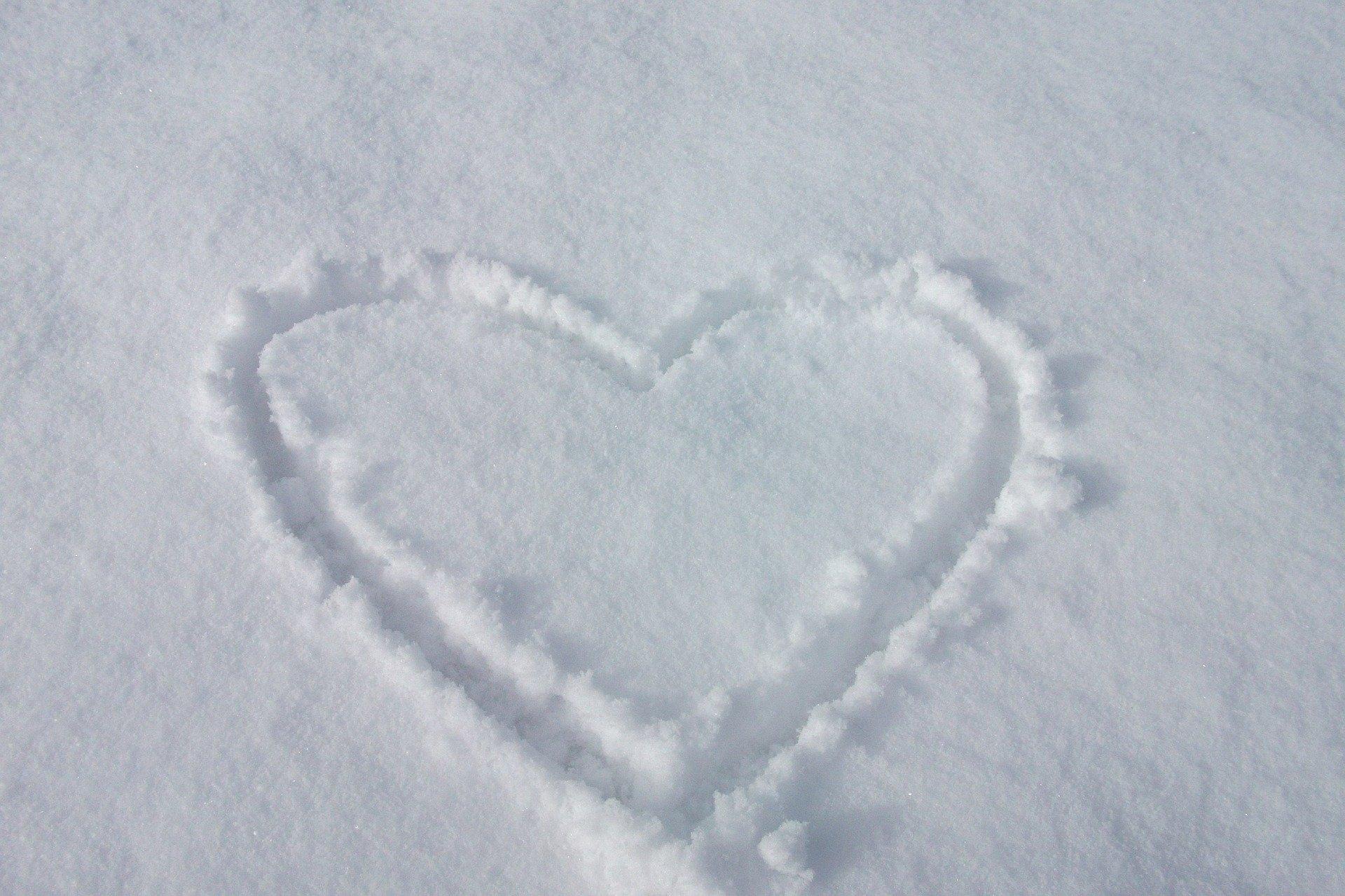 heart-in-snow