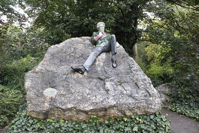 Oscar Wild Statue